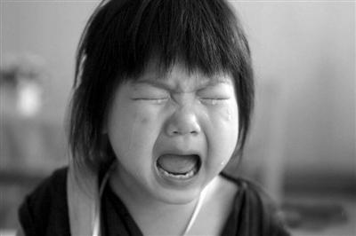 针对这种哭闹的小孩,应该给予他们充分的适应时间